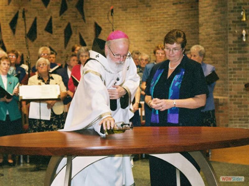 8a-csj-chap-cardinal-blesses-altar